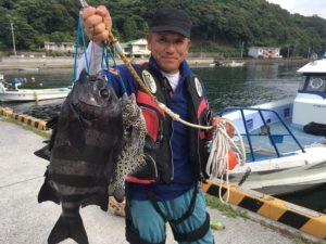 柴田さん    石鯛55cm イシガキ3枚